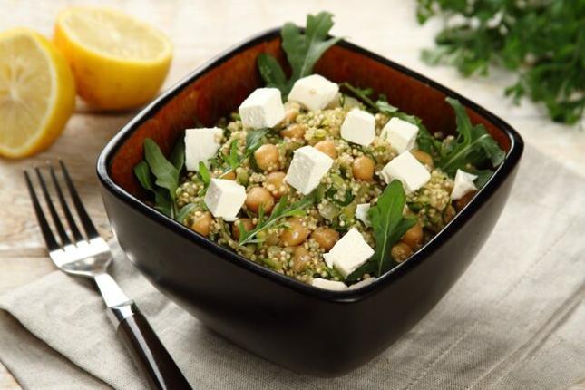 Salatka z komosy ryżowej i ziół. Fot. Knorr